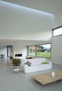 Le béton ciré au sol dans le salon
