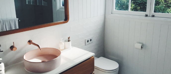 Rénover la peinture de la salle de bain